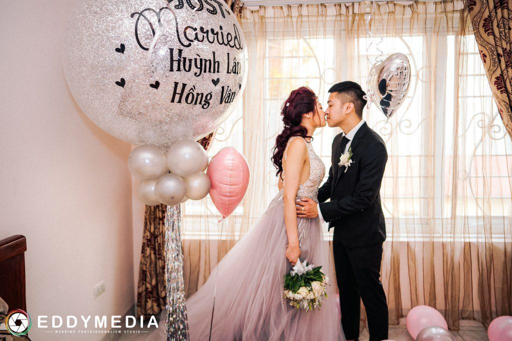 Những nụ hôn ngọt ngào mang đến ý tưởng chụp ảnh cưới tuyệt vời